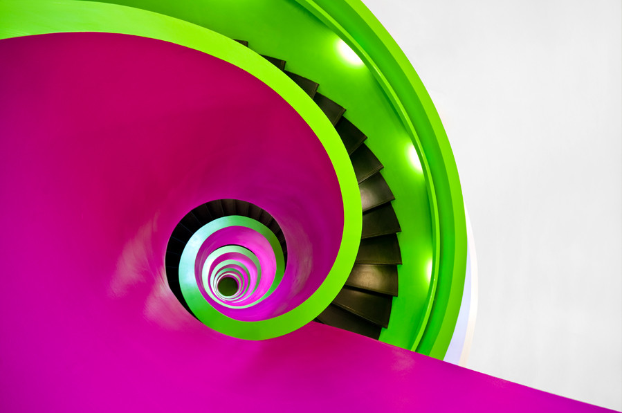 Green and purple whirl PPT Backgrounds